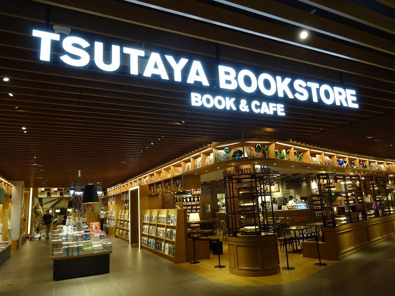 TSUTAYA BOOKSTORE MIRAI NAGASAKI COCOWALKのエントランス