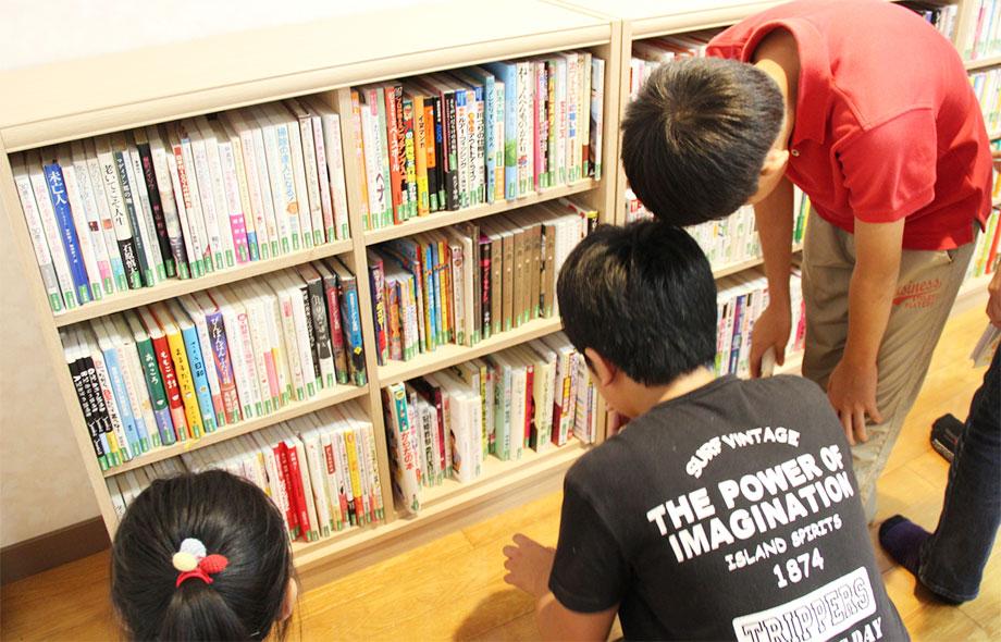 まちのミニ図書館の本棚03
